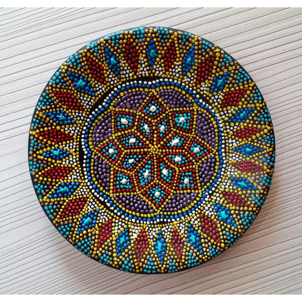 تزیین وسایل با هنرهای نقطه کوبی